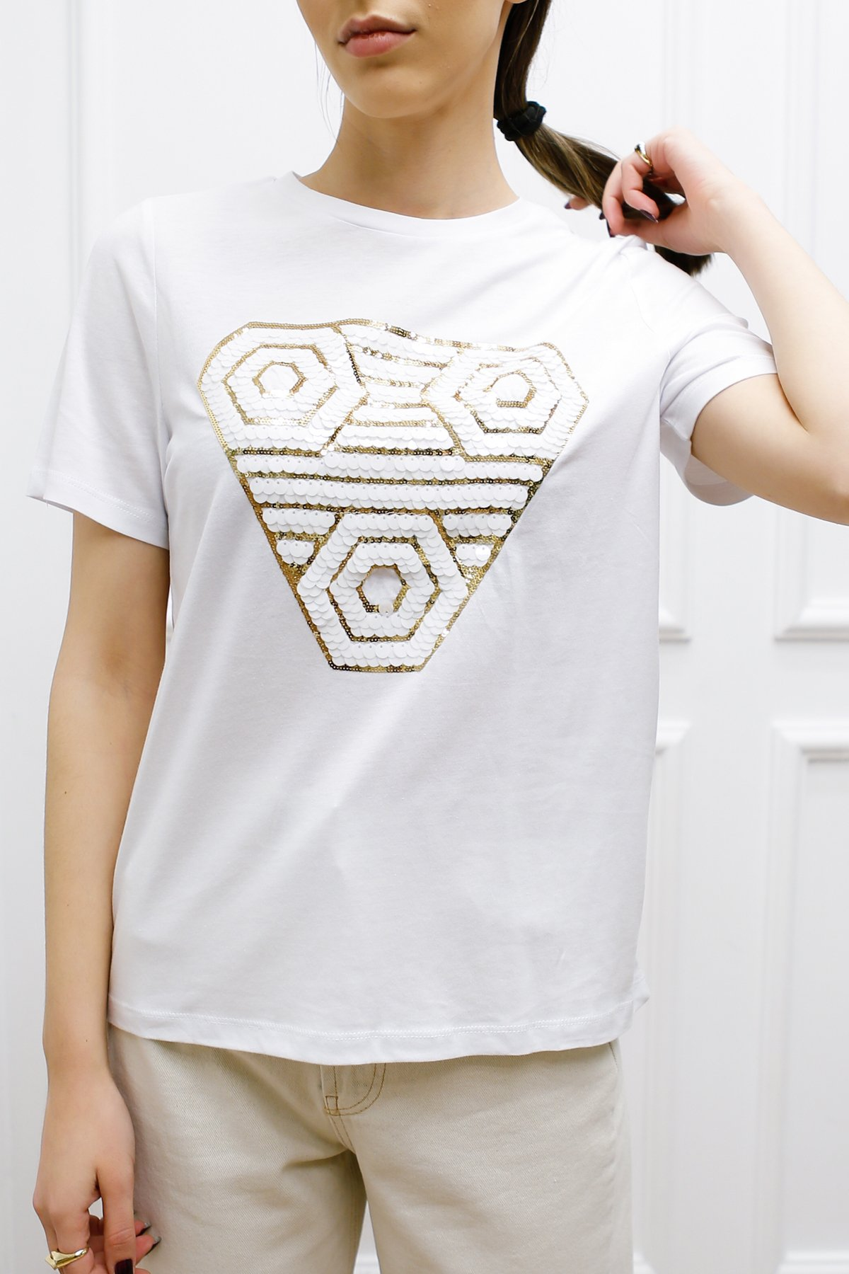 Beşgen Pul Ve Nakış İşlemeli Tişört