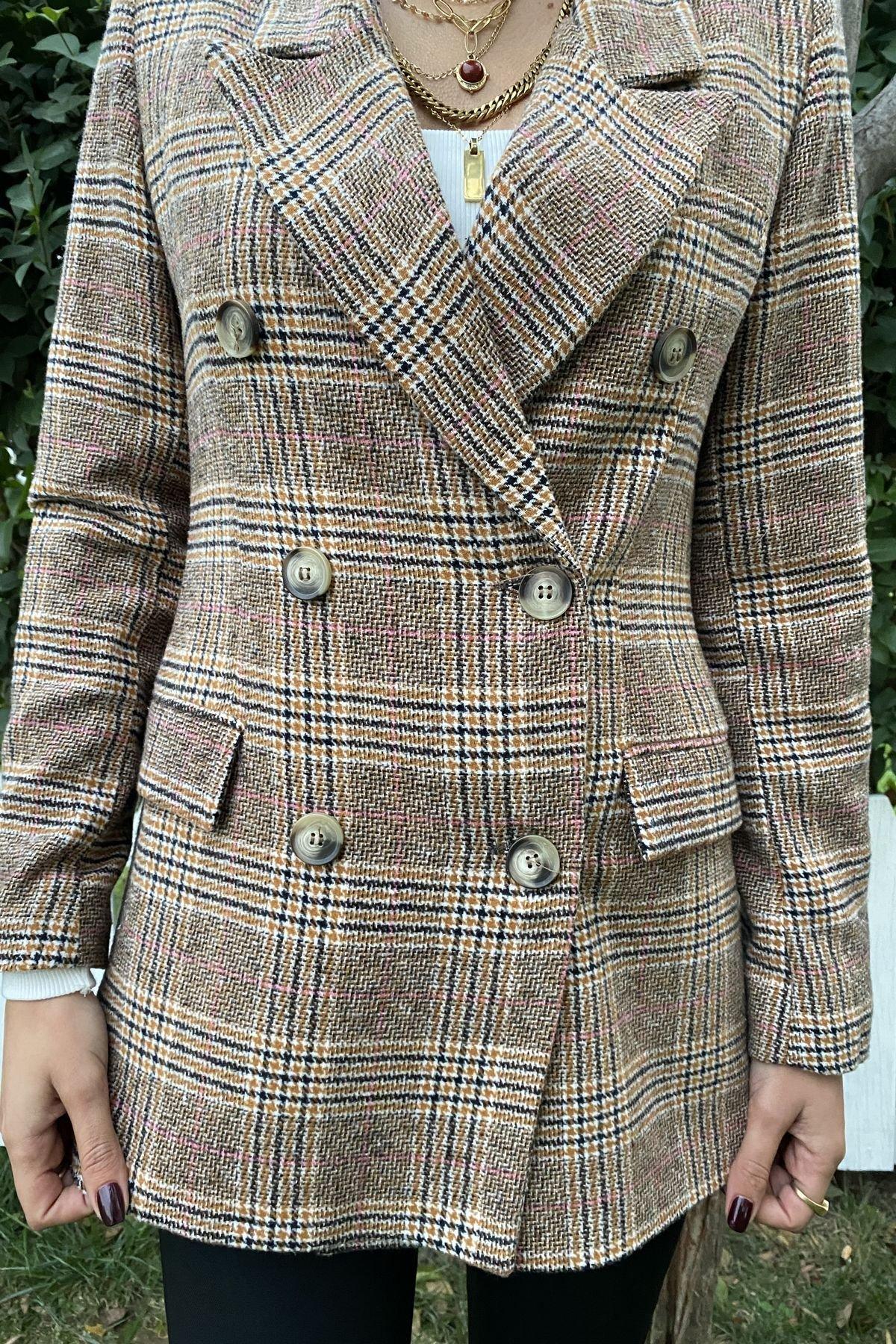 Ekoseli Altı Düğmeli Ceket