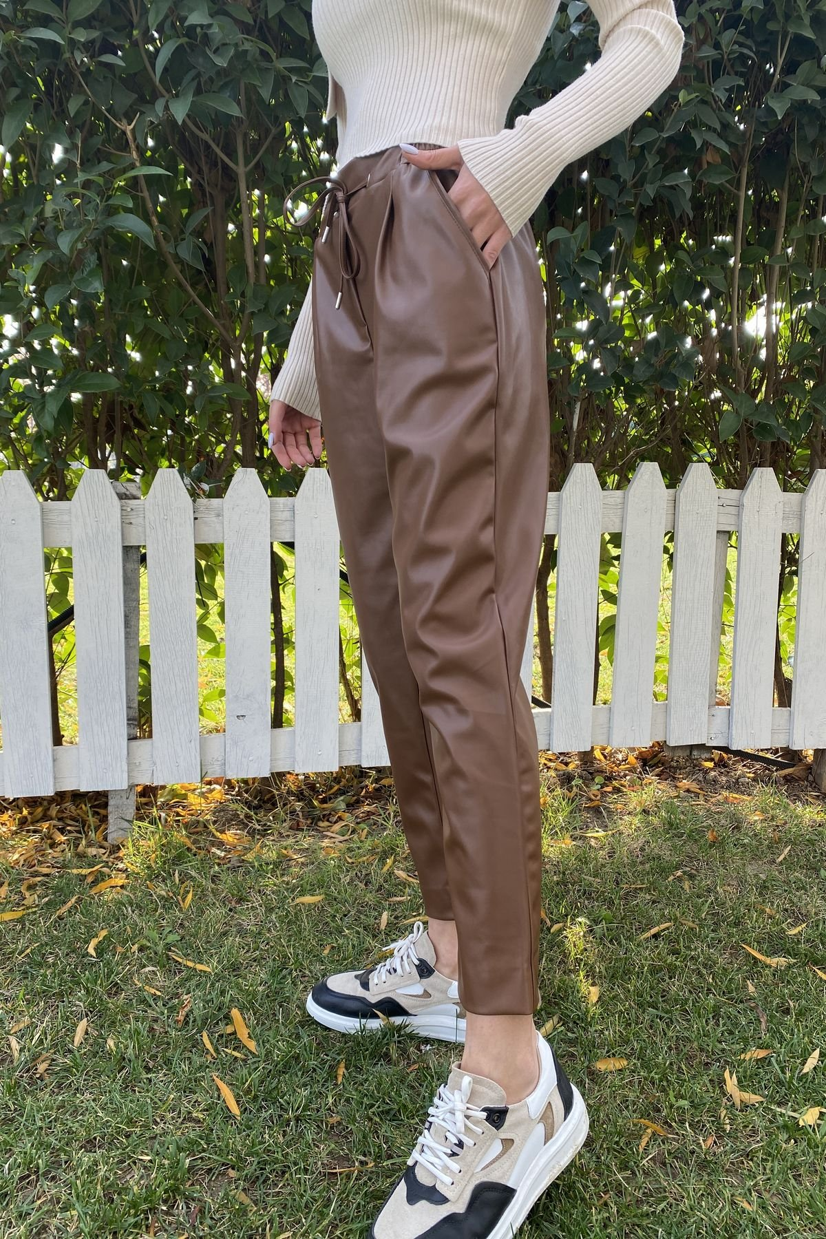 Kemeri Kuş Gözlü Deri Pantolon