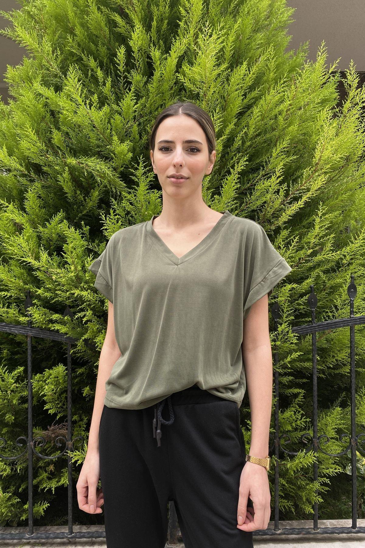 V Yaka Salaş Crop Tişört
