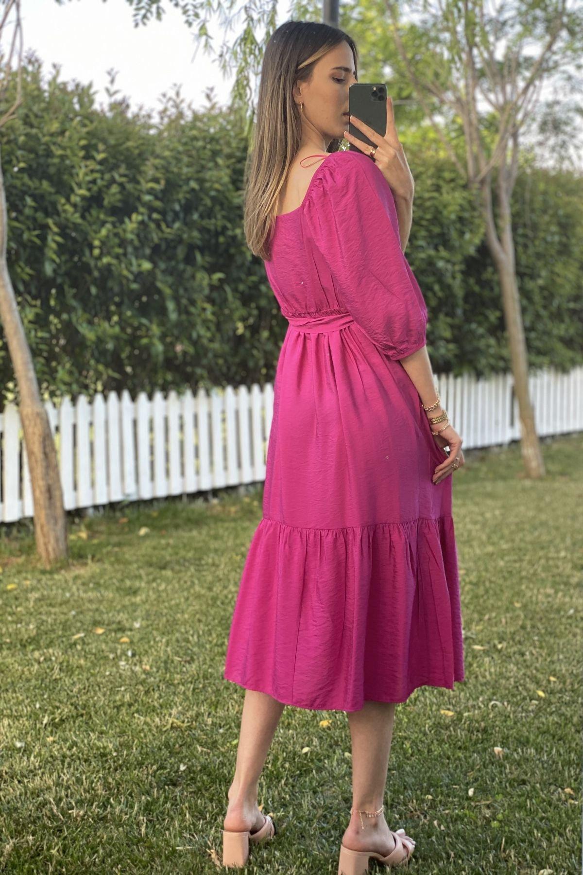 Beli Kuşaklı Kare Yaka Balon Kol Elbise