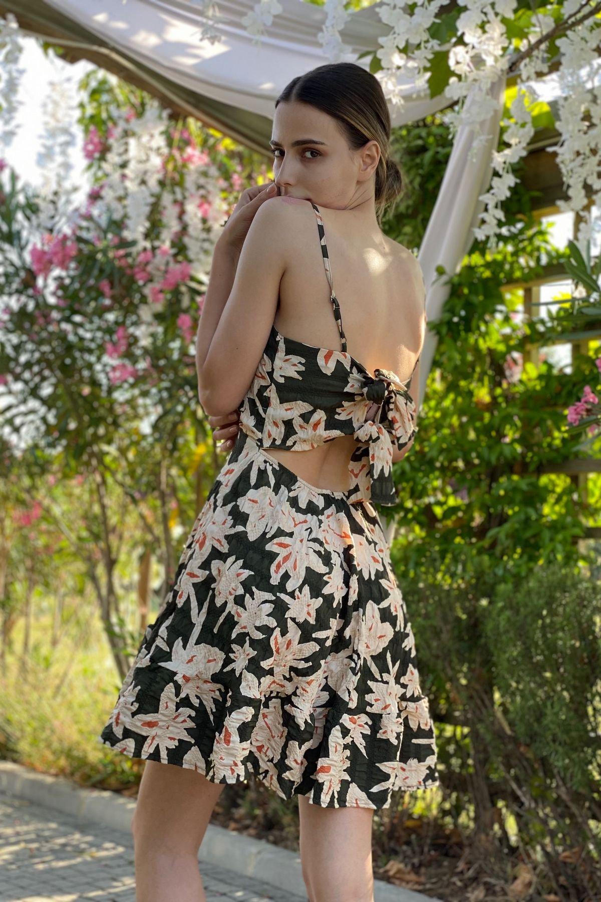 Çiçek Desenli Askılı Elbise